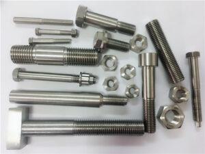 različne vrste bakrenih pritrdilnih elementov iz niklja po meri